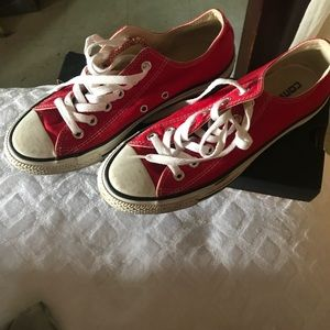 Red converse size men's 6